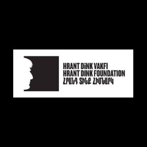 """Solda siyah kare içinde gazeteci Hrant Dink'in beyaz silüeti. Sağında alt alta büyük siyah harflerle Türkçe, İngilizce ve Ermenice, """"Hrant Dink Vakfı"""" yazıyor."""